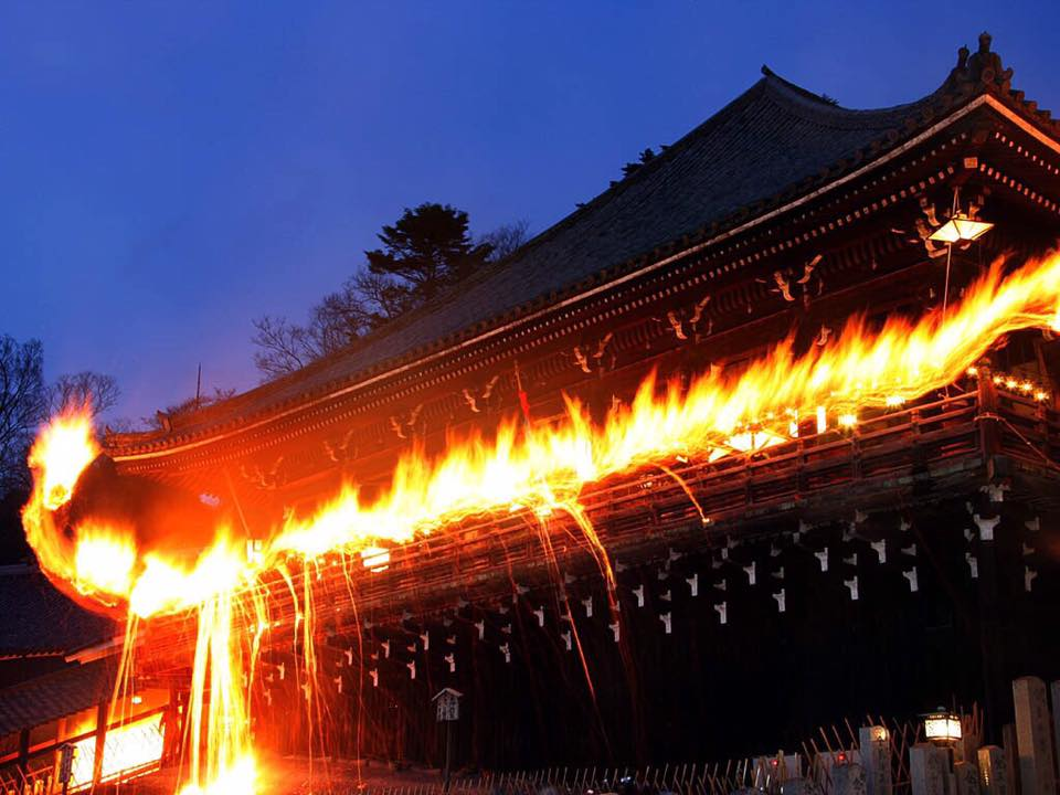 東大寺の修二会「お松明」