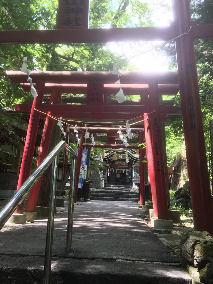 深屋山神社